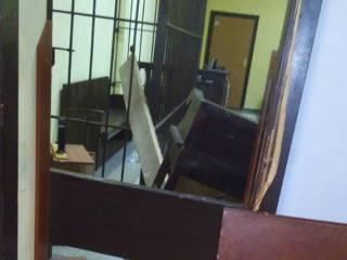 В суде над добровольцами ОУН активисты выломали дверь