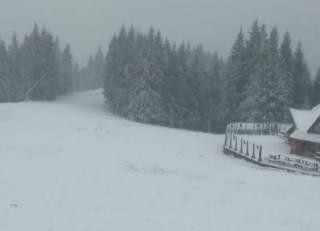 Лыжники могут быть довольны: курорты западной Украины уже завалило снегом