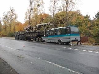 В Винницкой области автобус взял на таран военный тягач
