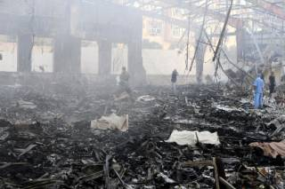 Авиаудар по столице Йемена в момент траурной церемонии унес жизни 213 человек