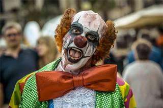 Испугавшись клоуна, жительница Британии родила раньше срока