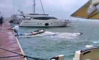 В Одессе бушует непогода. Шторм затопил яхту