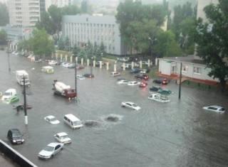 В Одессе объявлено чрезвычайное положение. Перекрыты дороги, мобильная связь работает с перебоями