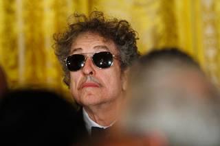 Выдающийся американский музыкант Боб Дилан стал обладателем Нобелевской премии по литературе