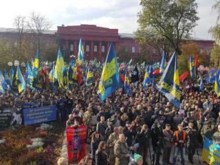В Киеве проходит Марш Славы Героев (онлайн)