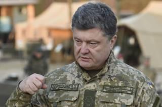 Порошенко передал военным технику и отправился в зону АТО