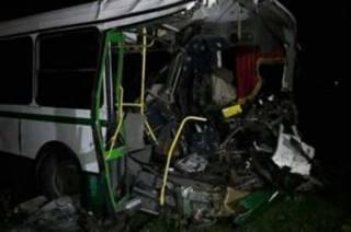 На Донбассе не разминулись автобус и БТР. Есть жертвы