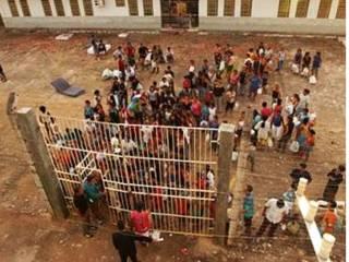 В тюрьме Бразилии заключенные устроили бунт: 25 погибших, более 100 заложников
