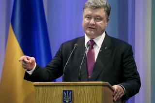 Украина не может проводить выборы на Донбассе, пока там находятся российские войска, - Порошенко