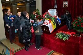 В Донецке на похороны террориста «Моторолы» согнали студентов и бюджетников