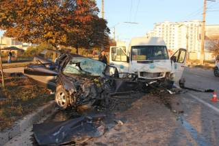 Жуткое ДТП в оккупированном Крыму: 1 человек погиб, 14 – ранены
