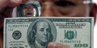 В Киеве два деятеля пытались сбыть 20 тыс. фальшивых долларов. Не получилось