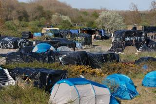 Во французском Кале начался долгий процесс демонтажа городка беженцев