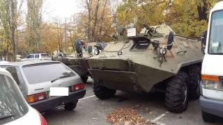 СМИ: В Киеве открыто торгуют военной техникой
