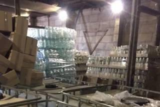 Контрафактный алкоголь добрался до Киева. Сразу в двух районах изъяли более 10 тонн паленой водки