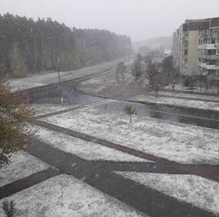 Кое-где под Киевом уже выпал снег. Вечером ждем и в столице