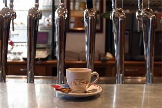 Алкоголь с кофеином признан опасным для мозга