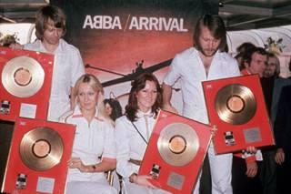 ABBA объявила о воссоединении ради «машины времени»