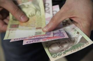 В Госстате уверяют, что в Украине начали расти зарплаты. На 1,%