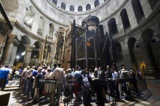 Археологи, исследующие Храм Гроба Господня, успокоили свои колени