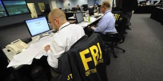 За неделю до выборов ФБР нанесло очередной удар по Клинтонам