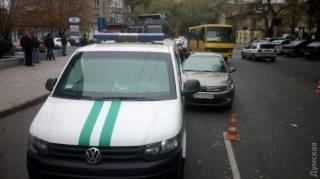В Одессе во время погони грабители устроили стрельбу и врезались в инкассаторский автомобиль