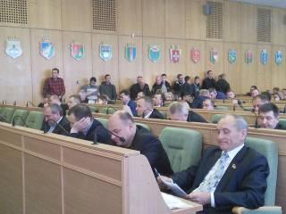 Правоохранителям пришлось разнимать активистов и депутатов прямо в сессионном зале Ровенского облсовета
