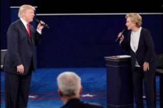 Клинтон по-прежнему лидирует в президентской гонке