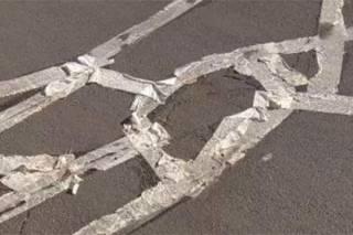 В американском городке рабочие отремонтировали дороги при помощи туалетной бумаги