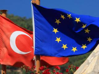 ЕС призывает Турцию уважать права человека. Анкара просит не вмешиваться