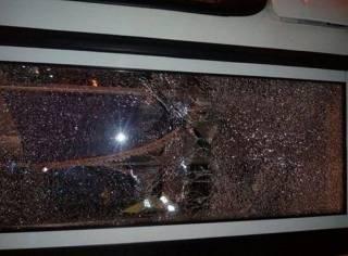 В Днепре второй день подряд в одном и том же месте загадочно трескается стекло у троллейбуса