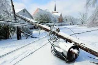 Обильный снегопад оставил без света 955 населенных пунктов и задержал  поезда