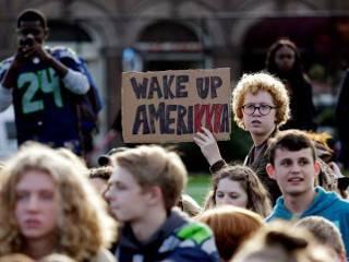 В Сиэтле на митинги против Трампа вышли даже школьники