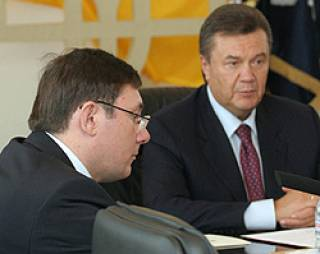 Янукович не теряет надежду еще раз посадить Луценко