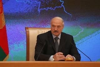 Лукашенко рассказал о том, как грудью закрывает 1200 км границы с Украиной