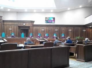 КСУ заслушает Парубия, Грынива и Яценюка по «языковому закону». Правда, не понятно когда