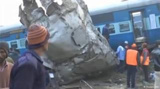 Жуткая авария на железной дороге унесла жизни 91 человека в Индии