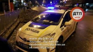 В Киеве пьяный прохожий избил девушку-полицейскую