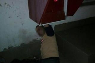 Боженька наказал. В Одессе грабитель застрял в терминале