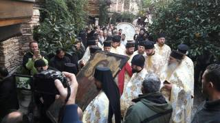 На Афоне более 1000 паломников 22 часа молились на уникальном богослужении в честь Архангела Михаила