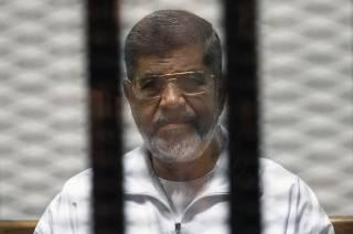 Вслед за смертной казнью египетский суд отменил пожизненное заключение для Мурси. Осталось еще два приговора