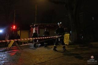 В Тернополе случился взрыв в канализации. Люком прибило двоих прохожих