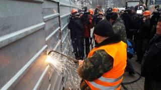 В Киеве начали демонтаж надстройки на Доме профсоюзов