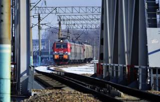 Россия готовится раньше времени открыть железную дорогу в обход Украины