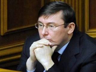 Луценко объявил Януковичу о подозрении в госизмене