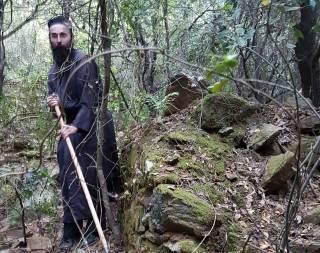 Игумен афонского монастыря встретился с украинскими исследователями и одобрил восстановление келии Величковского