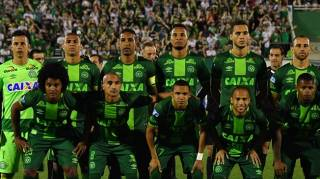 В Бразилии объявлен трехдневный траур по погибшим футболистам. Скорбит и Европа