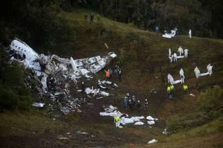 Пилот разбившегося в Колумбии самолета требовал посадки из-за нехватки топлива