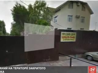 После шикарной жизни в «Межигорье» Янукович теперь вынужден «ютиться» в коттеджном городке