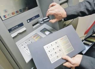 В Киеве мошенники атакуют банкоматы, а «беременные» грабят прохожих